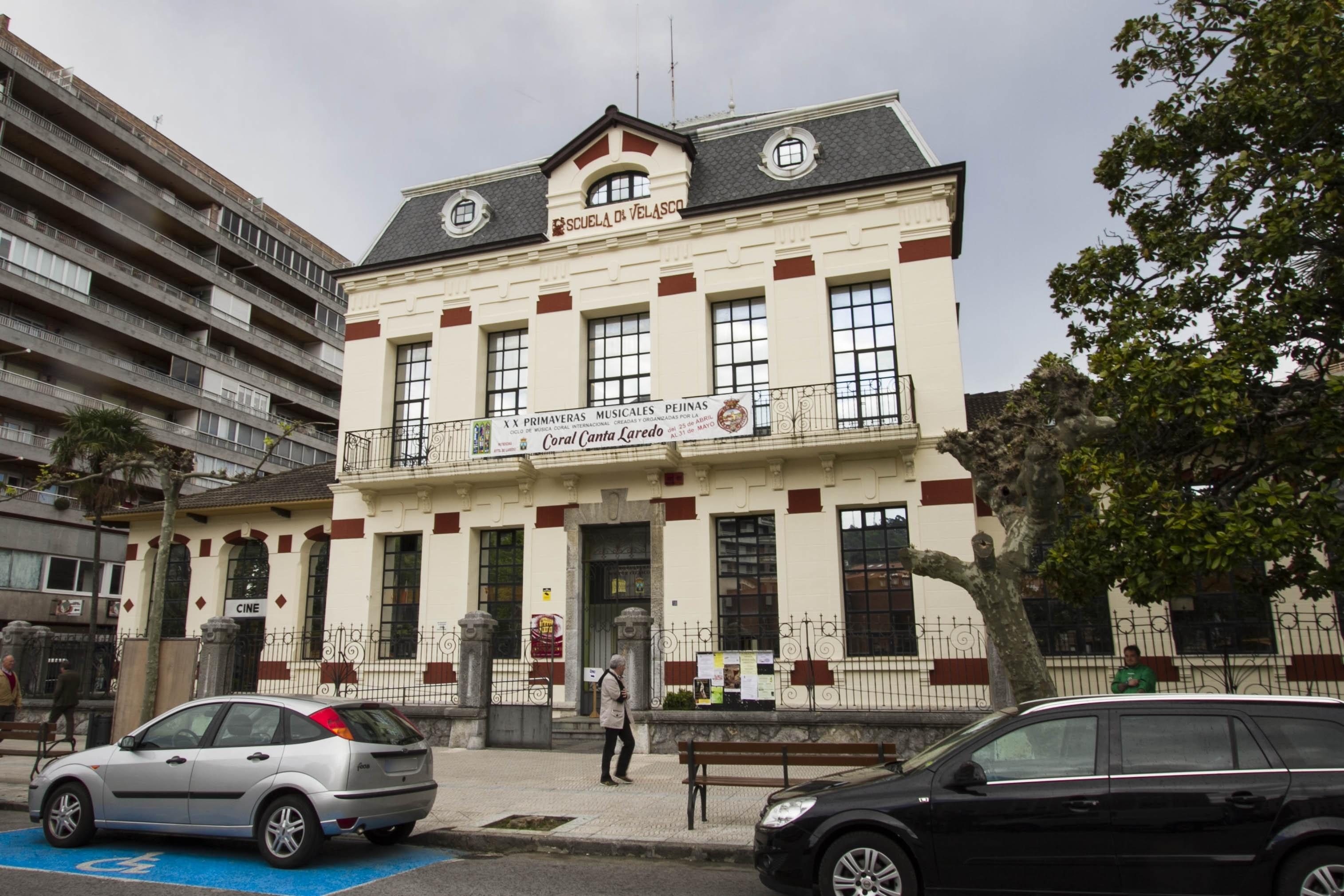 Laredo cierra polideportivos, la casa de Cultura y otras instalaciones y suspende el mercado dominical
