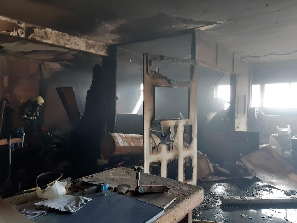 Extinguido un incendio en una nave industrial de Maliaño