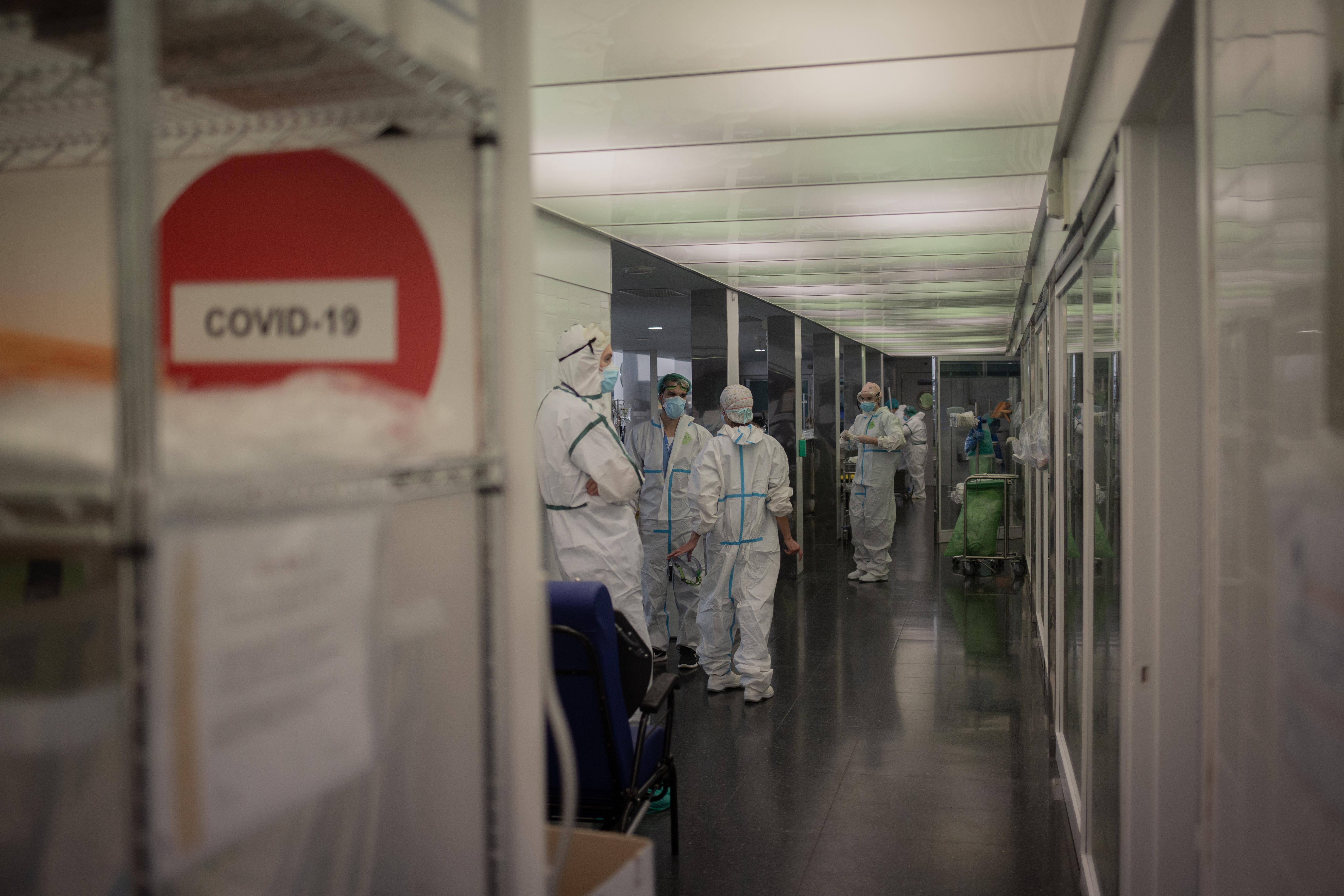 Un nuevo fallecido, más ingresos UCI y menos casos nuevos por Covid
