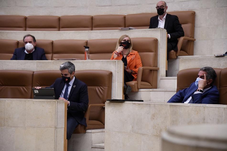El Parlamento cántabro insta a que el castellano sea vehicular, sin apoyo del PSOE