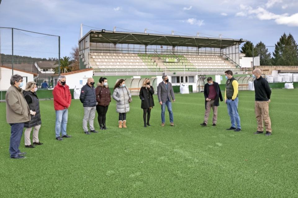 La mejora del campo de fútbol del Vimenor estará finalizada en 10 días