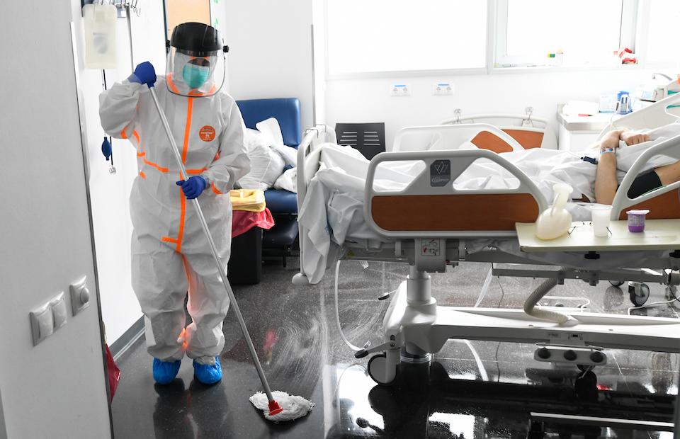 Hay más hospitalizados en Cantabria por covid, que ya la padecen más de 2.000 personas