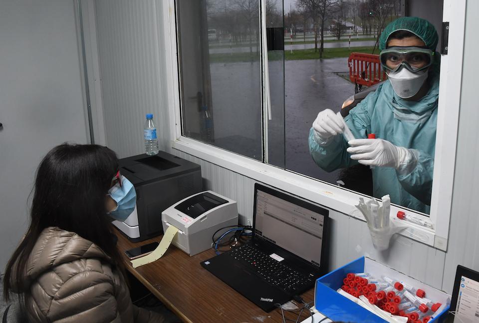 Casi 200 hospitalizados y suben los ingresos en UCI por coronavirus