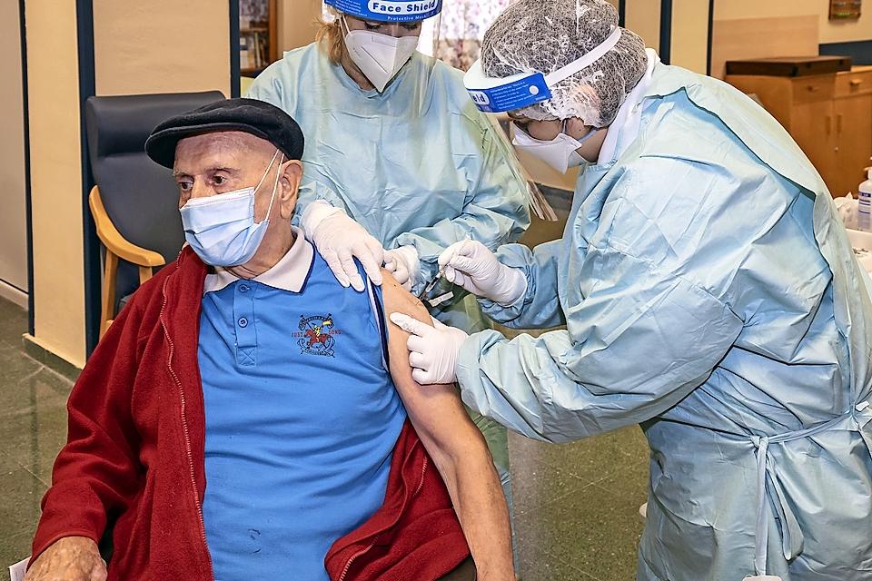 Cantabria inicia la vacunación de la segunda dosis en Cueto