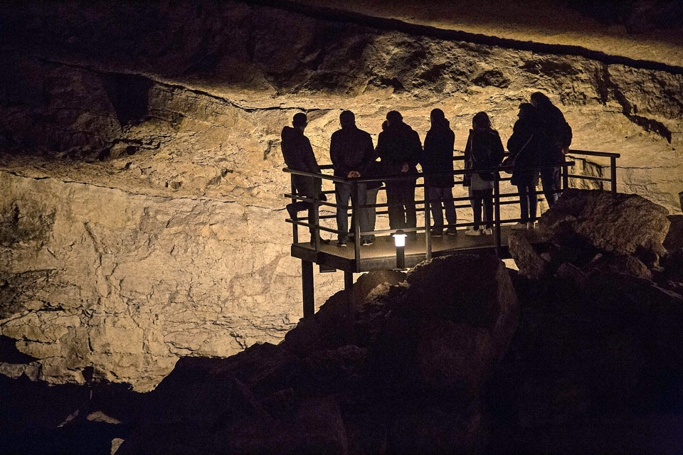 Nueva ruta guiada por la cueva de El Pendo