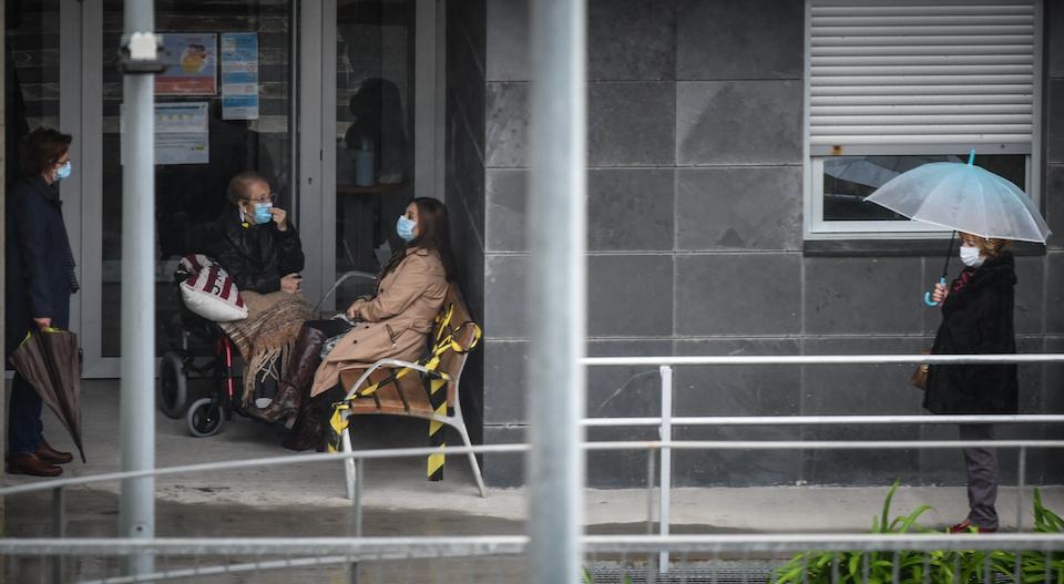 """Las residencias piden evitar visitas para llegar """"limpios"""" a la segunda dosis"""
