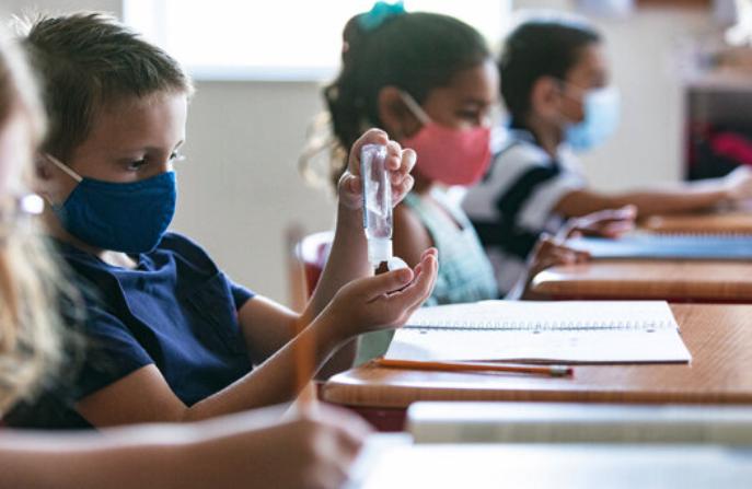 Cantabria cierra la semana lectiva con 555 alumnos en cuarenta