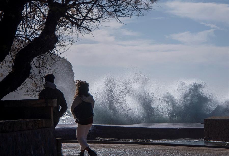 Hortense amaina tras dejar viento huracanado y deja paso a una nueva borrasca