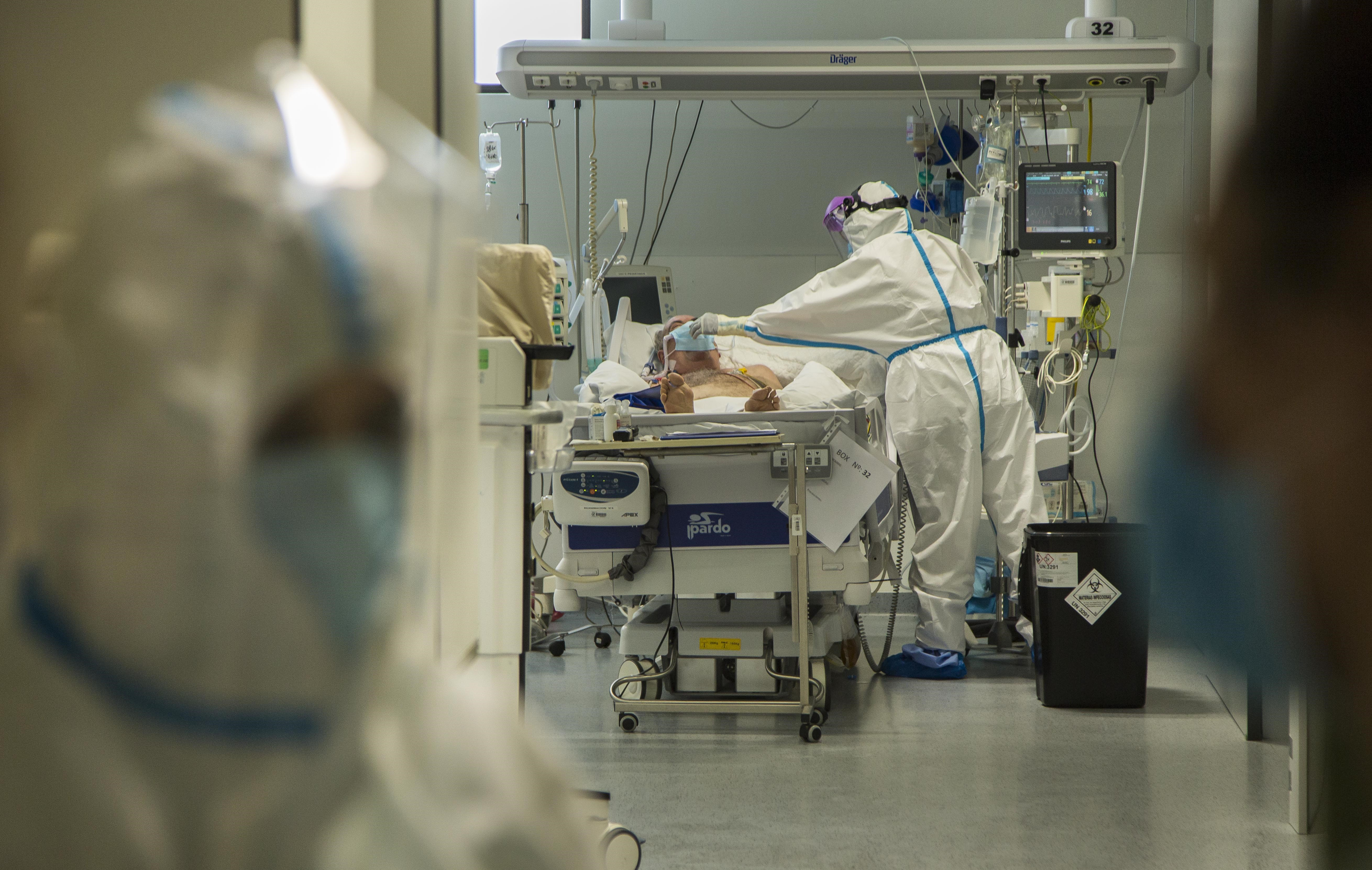 Cantabria suma una muerte y 171 casos, y sigue creciendo la presión hospitalaria y en UCI