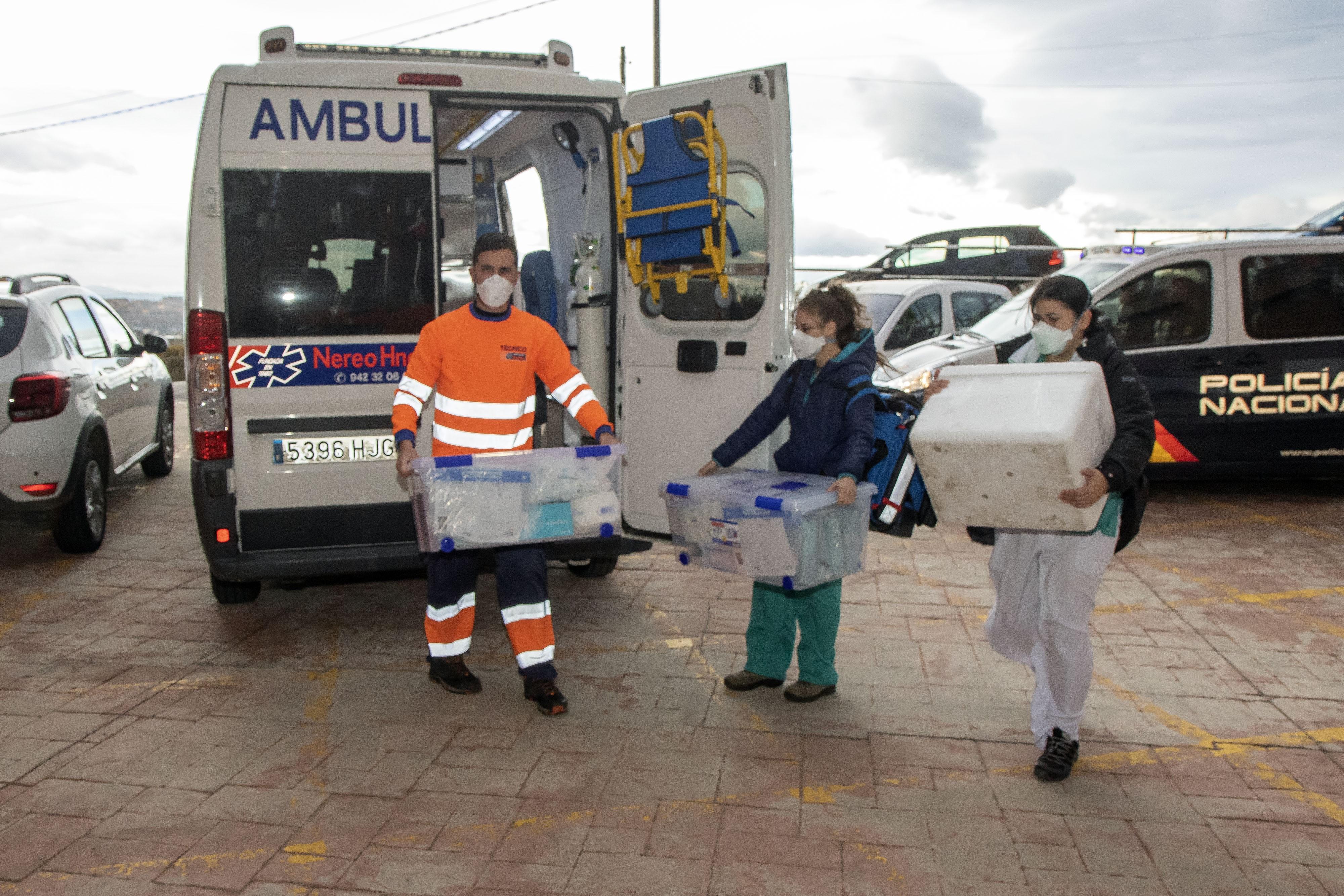 Cantabria vacuna solo a doce personas el último día
