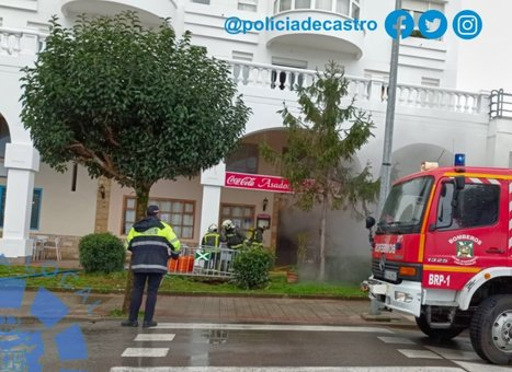 Incendio en un asador. / E. PRESS