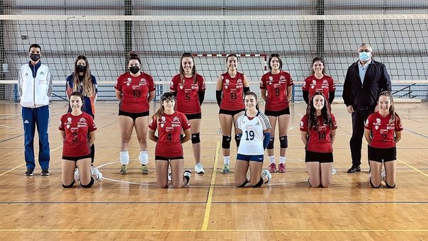Integrantes del Voley Laredo femenino. / ALERTA