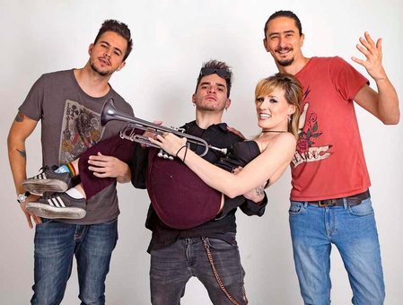 Color y sonido multicultural hoy jueves con 'Jenny and the Mexicats'