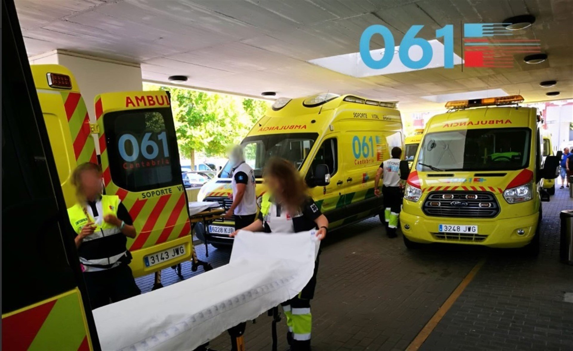 Ambulancias 061 en Valdecilla.