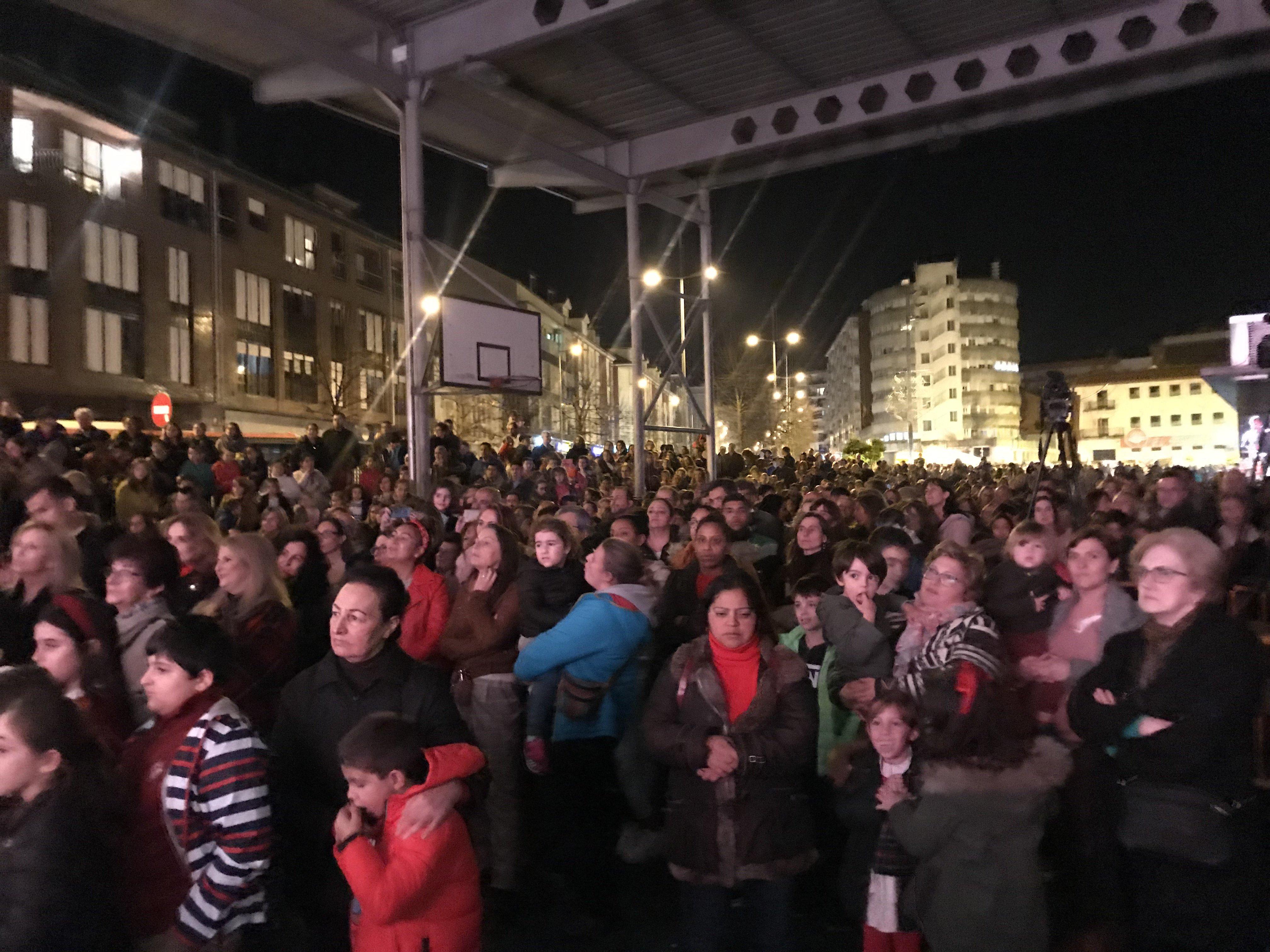 a0b6bd010ca Miles de asistentes al encendido de  Los Niños Construyen la Navidad