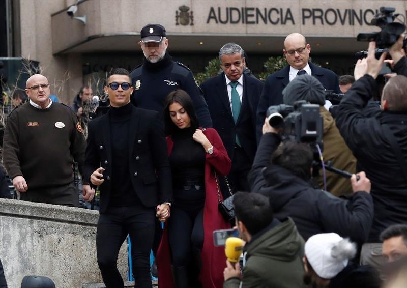 73da6a3069 El exjugador del Real Madrid Cristiano Ronaldo , junto a su pareja Georgina  Rodríguez. /