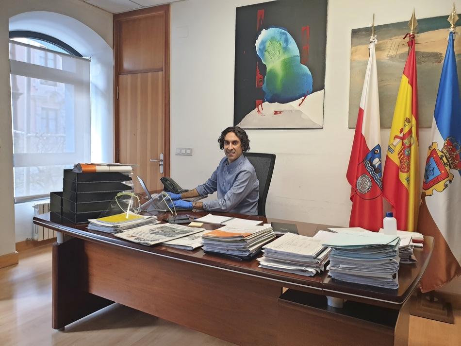 """El alcalde de Astillero dice que la oposición """"difama hasta niveles extremos"""""""