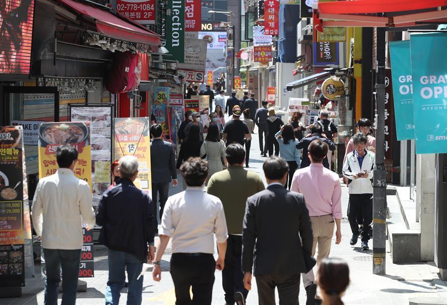 Corea del Sur suaviza el distanciamiento ante la caída de contagios