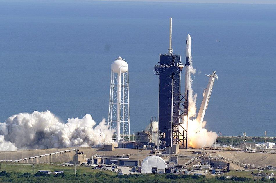 SpaceX viaja ya por el espacio hacia la EEI