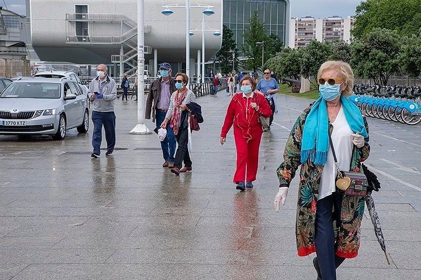 Continúa el descenso en los contagios, pero Cantabria registra dos muertes más por covid