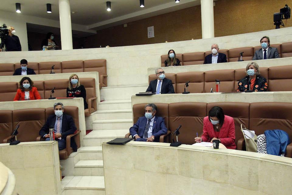La pandemia, los fondos europeos y el PIB a debate en el Parlamento