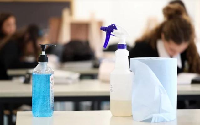 Cantabria cierra este lunes dos dos aulas por el coronavirus