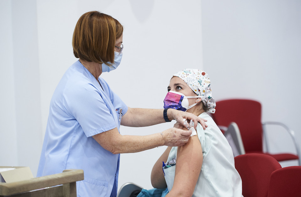 Demanda para reclamar la vacunación de los médicos privados