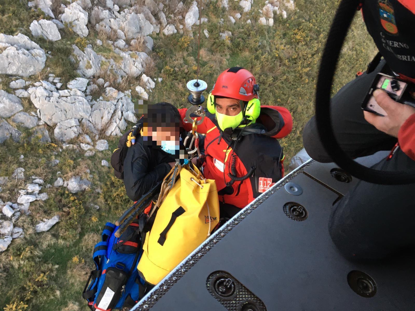 Rescatada una vecina de Los Corrales tras lesionarse un tobillo