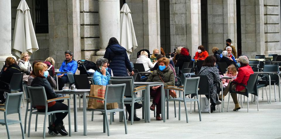 Cantabria aboga por la prudencia mientras otras relajan restricciones