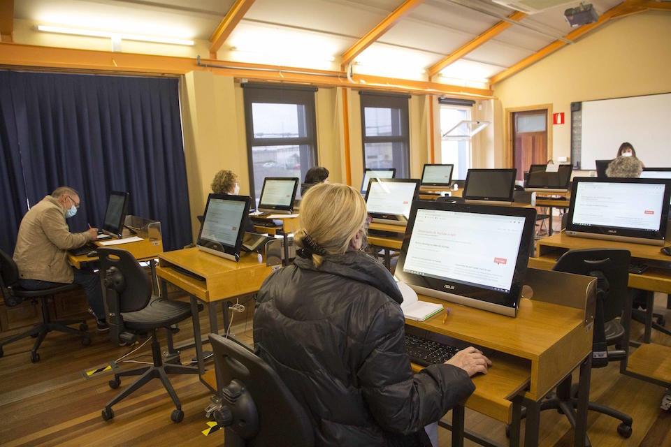 Éxito del curso sobre el uso de teléfonos móviles y tablets en Camargo