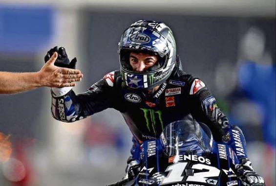 Maverick Viñales celebra su victoria en la carrera de MotoGP del Gran Premio de Catar. / EFE