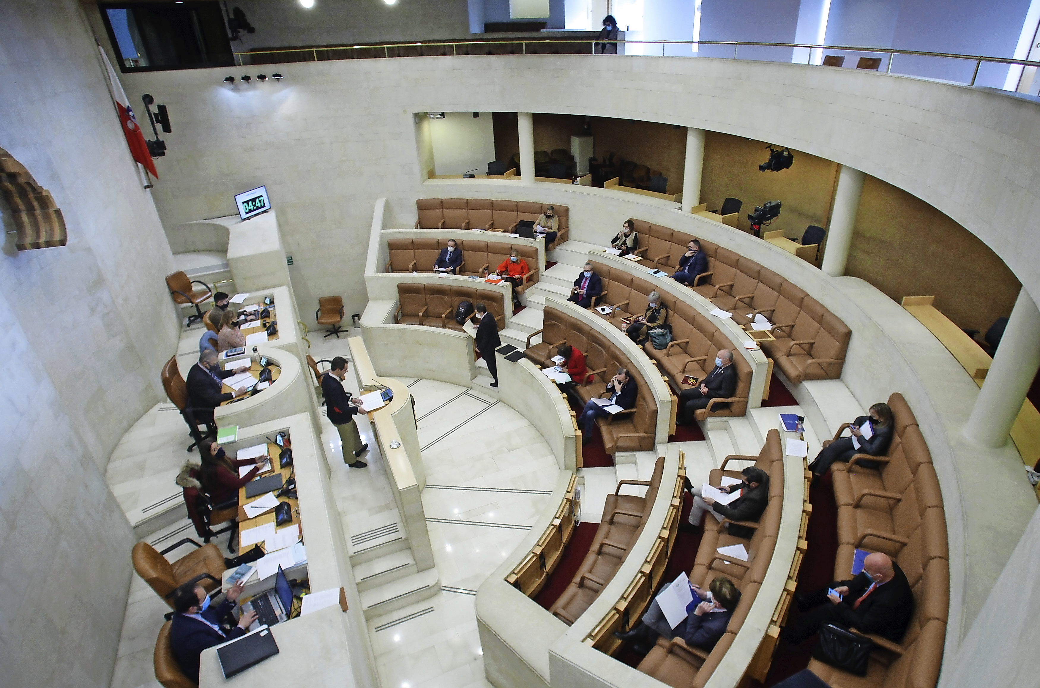 El Parlamento debate sobre Vuelta Ostrera y las ayudas por la Covid-19