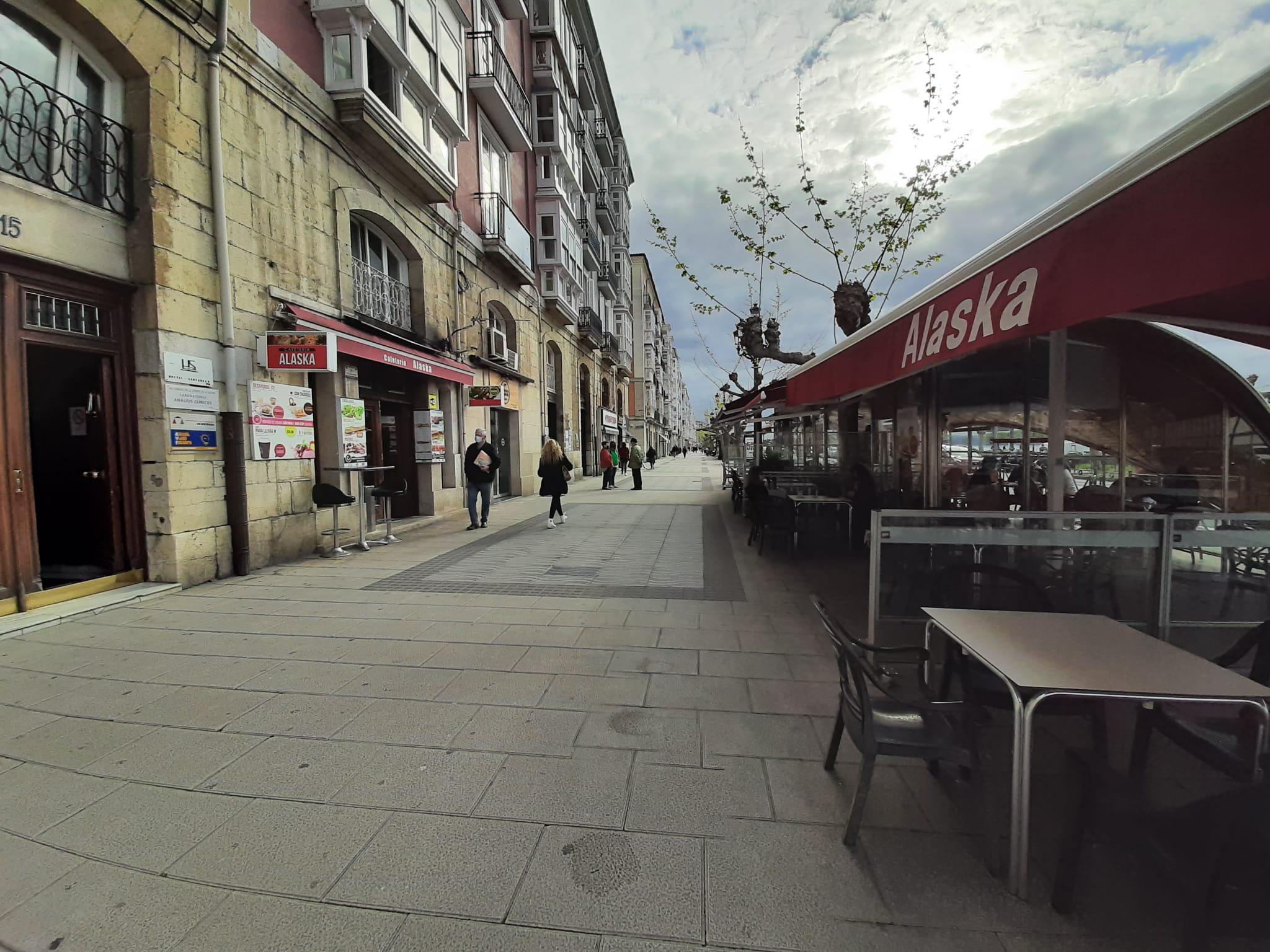 Cantabria cierra el interior de la hostelería y reduce los grupos
