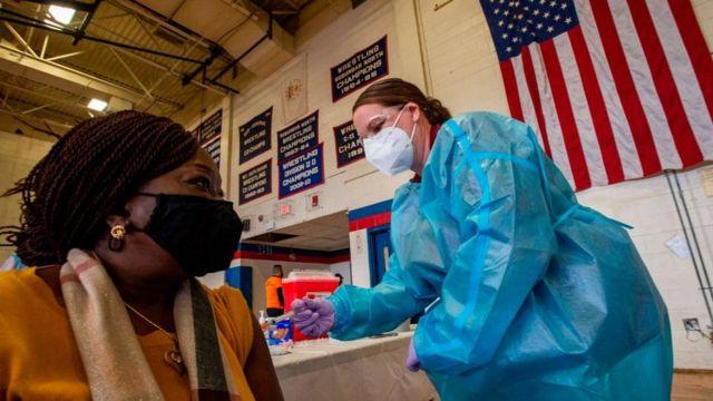 Se suspenden las vacunas de Johnson & Johnson en EEUU tras la aparición de raros casos de coagulación
