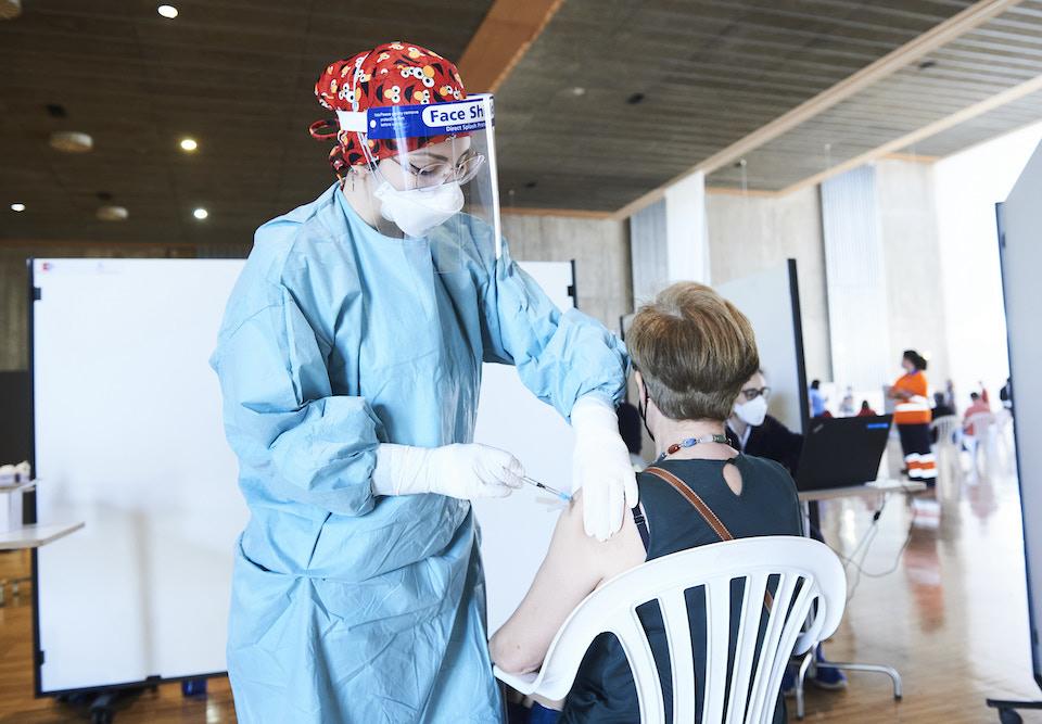 El 70% de los cántabros citados se sigue poniendo las vacunas