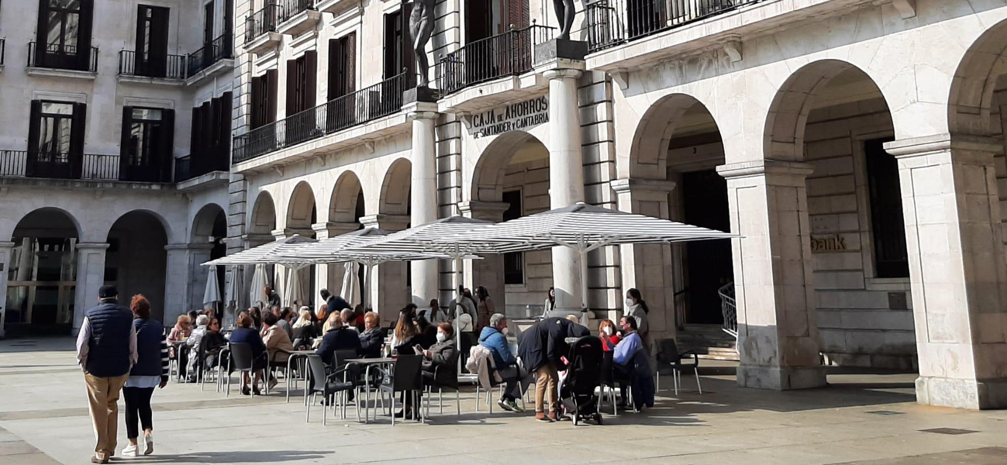 """Los Hosteleros piden a Revilla que """"dé la cara"""" y """"arregle"""" la situación de sector"""