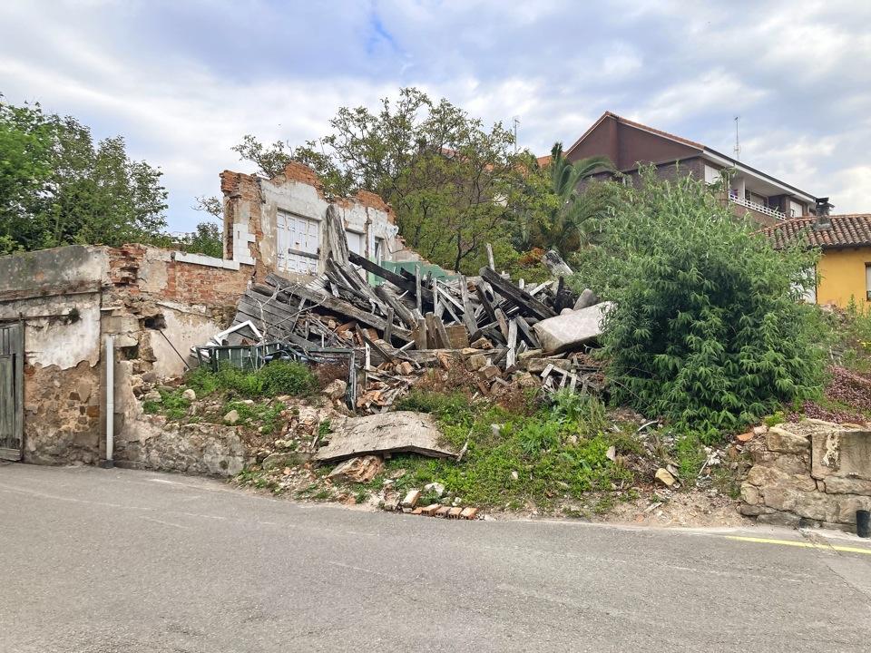 Siguen sin retirarse los escombros de un derrumbe de 2019 en Cartes