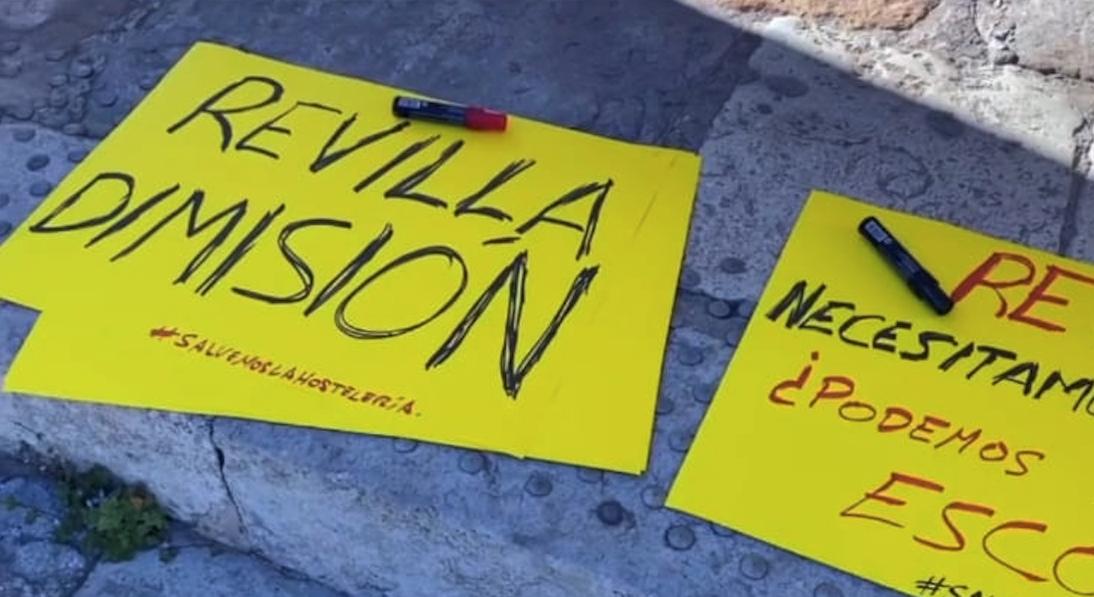 """Los Hosteleros cántabros vuelven  reclamar: """"Revilla dimisión"""""""