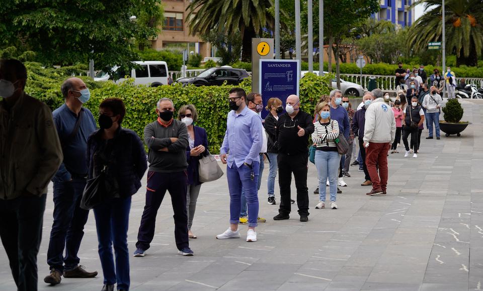 """Sanidad espera que Cantabria baje a nivel 2 pero la UCI sigue """"con ocupación alta"""""""
