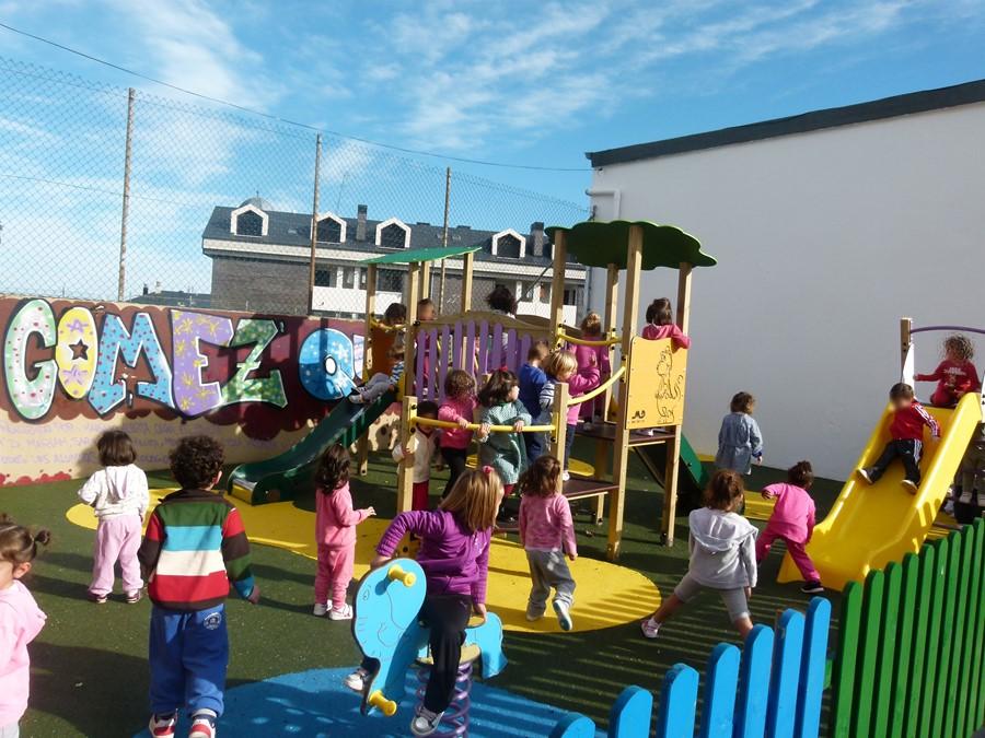 Educación y Ayuntamiento de Suances llegan a un acuerdo para cubrir el patio del colegio Portus Blendium