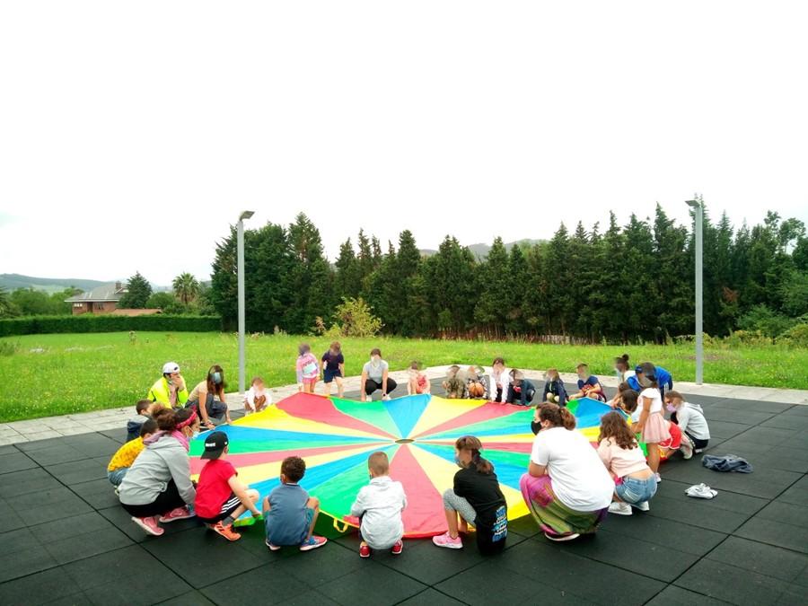 Un total de 40 niños participan en el segundo campamento de día de Piélagos en Zurita