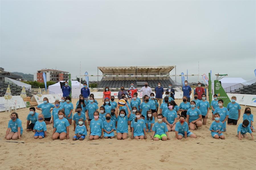 Laredo acoge este fin de semana un torneo internacional de voley playa, con 48 parejas masculinas y femeninas
